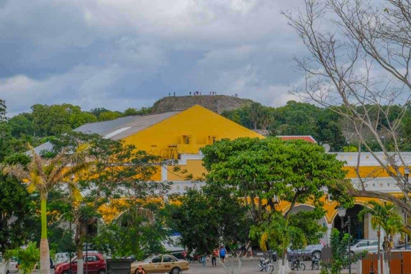 piramide-izamal